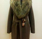 Новое зимнее пальто с натуральным мехом енота