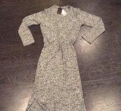 Платье чуть ниже колен