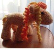 Лошадь вязанная