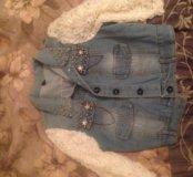 джинсовая жилетка с кружевными рукавами