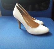 Классические белые женские туфли лодочки р. 38