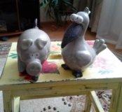 2 фарфоровые фигурки.