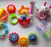 Набор погремушек, игрушек для самых маленьких