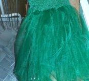 Красивое зелёное платье