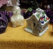 Новогодние свечи и домик подсвечник
