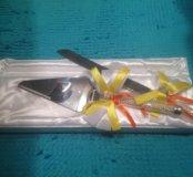 Нож и лопатка для свадебного торта.