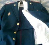 Военный парадный костюм