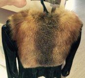 Кожаная жилетка с натуральным мехом .