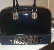 Продам лаковую сумку MOSHINO