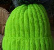 Новая шапка с меховым помпоном