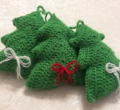 Вязанные новогодние ёлочки