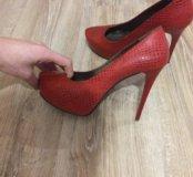 Красные туфли. Кожа