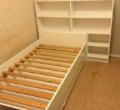 Кровать с полками и ящиком