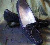 Замшивые женские туфли.