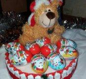 Подарок  Букет из конфет Торт из киндеров
