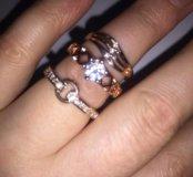 Кольцо новое с кристаллами