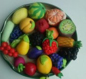 Фрукты, ягодыи овощи в миниатюре