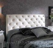 Кровать с кожаным белым изголовьем