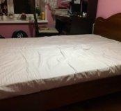 Кровать цвета орех