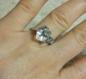 Серебряное кольцо с квадратным цирконием.