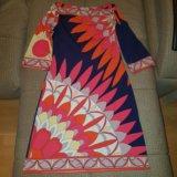 Платье очень красивое и яркое в отличном состоянии