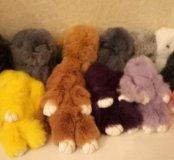 Меховой кролик игрушка- брелок