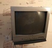 Телевизор маленький.. рабочий с пультом..