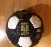 Мяч футбольный новый !
