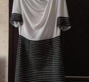Белое с чёрным платье