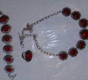 Комплект под серебро с красными камнями