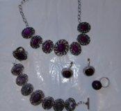Комплект под серебро с фиолетовыми камнями