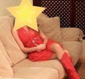 Красное платье, сапожки и сумочка