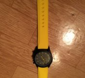 Часы Желтые