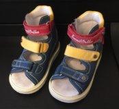 Детские ортопедические ботинки,практически новые