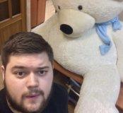 Невероятно огромный плюшевый медведь