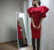Платье с крылышками новое