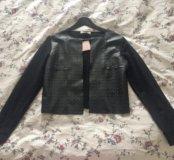 Пиджак из экокожи с шипами