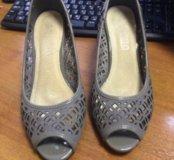 Туфли на каблуке 38р