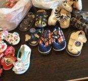 Новая детская обувь на маленьких