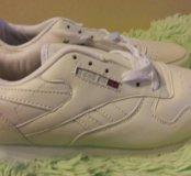 Продаю новые женские кросовки