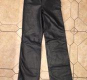 Кожаные брюки versus от Gianni Versace