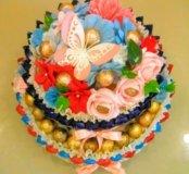 Большой и вкусный торт