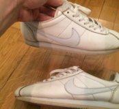 Белые кроссовки Nike кортезы