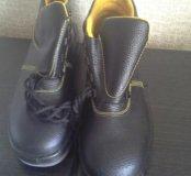 Ботинки (новые) с металлическим носком.