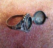 Винтажное кольцо с секретом (кольцо Борджиа)