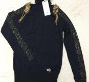 Новый женский свитер с оригинальными аксессуарами