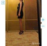 Черное платье с ажурной вышивкой