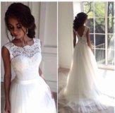 Свадебное платье со шлейфом и открытрй спиной