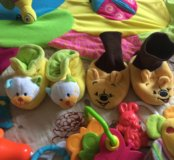 Развивающий коврик,игрушки, пинетки