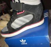 Оригинальные женские кроссовки
